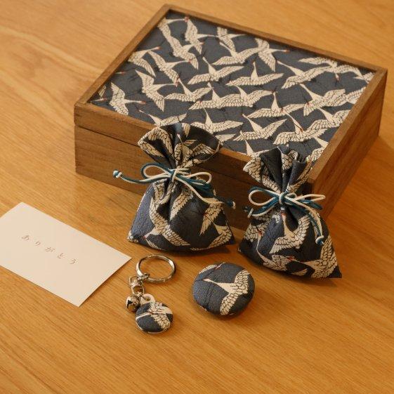 桐の飾り箱ときもの小物5点セット
