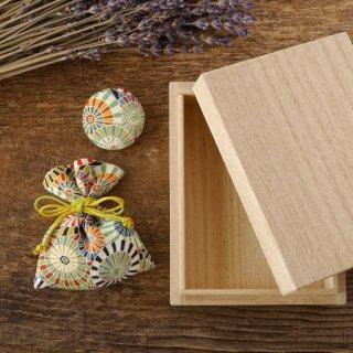 桐の小箱と匂い袋と缶バッジセット