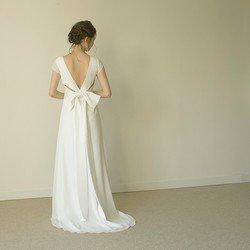 新作ウエディングドレス スレンダーライン 二次会ドレス 前撮りにも最適【ユーカリドレス】