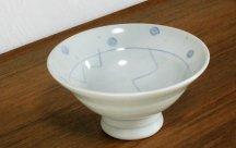 砥部焼◆針彫りの高台鉢  水玉