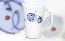砥部焼◆大きなグリップのカップ■山帰来