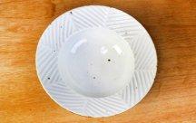 砥部焼◆6寸縁付鉢 しのぎヘリンボーン