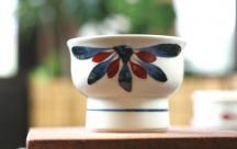 砥部焼◆赤菊紋の高台小鉢