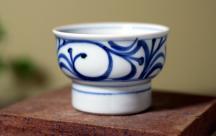 砥部焼◆唐草紋の高台小鉢