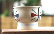 砥部焼◆赤蝶紋の高台小鉢