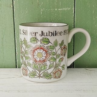 The National Trust「エリザベス女王 Silver Jubileeマグカップ」