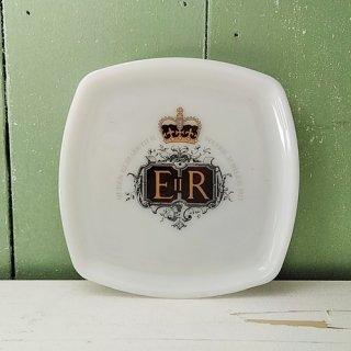 JAJ UK Pyrex「エリザベス女王 Silver Jubileeプレート(A)」