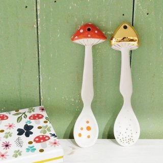 <img class='new_mark_img1' src='https://img.shop-pro.jp/img/new/icons12.gif' style='border:none;display:inline;margin:0px;padding:0px;width:auto;' />HOUSE OF DISASTER 「Secret Garden Mushroom Spoons」磁器製キノコのスプーン2本セット(箱付)