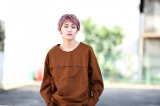 house of the very island's ボックスプルオーバー camel brown