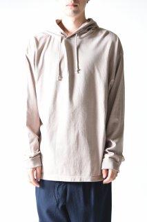 crepuscule garment dye hoodie / gray beige