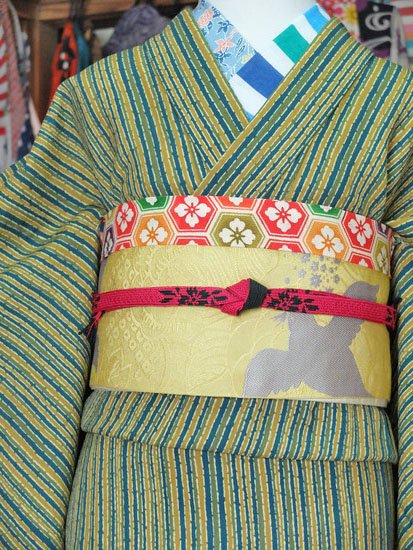 *1割引* 単衣仕立てのウールの着物 ☆☆☆ 【B/R/W】  (64/152/45) やたら縞 中古 -1