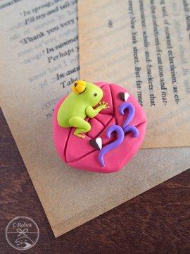 《販売終了》 帯留め「カエルの王様(ピンク」 ☆☆☆☆☆ 【C:Robotコヤナギアイコ】