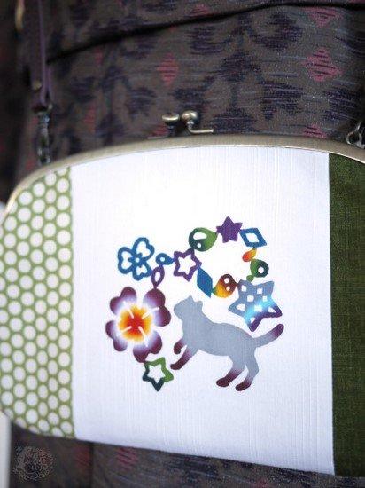 《販売終了》 紅若菜×布小物・がまぐちen コラボバッグ 「猫とカタバミポシェット」 【紅型染め屋 紅若菜】-