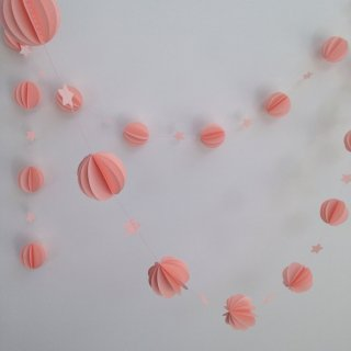 Les pommettes duchat Guirlande Spheres     rose