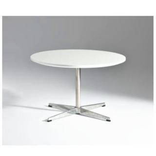 Arne Jacobsen's Round Coffee Table 47