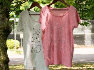 おすわりうさぎのTシャツ
