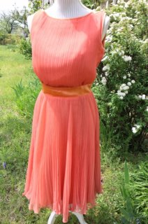 <img class='new_mark_img1' src='//img.shop-pro.jp/img/new/icons14.gif' style='border:none;display:inline;margin:0px;padding:0px;width:auto;' />1950's pink vintage pleats dress