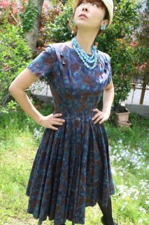 <img class='new_mark_img1' src='//img.shop-pro.jp/img/new/icons14.gif' style='border:none;display:inline;margin:0px;padding:0px;width:auto;' />1950's vintage purple flower dress antique ワンピース サーキュラースカート