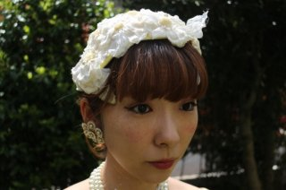 <img class='new_mark_img1' src='//img.shop-pro.jp/img/new/icons14.gif' style='border:none;display:inline;margin:0px;padding:0px;width:auto;' />1950's vintage white flower hat wedding カチューシャ ヘッドドレス antique