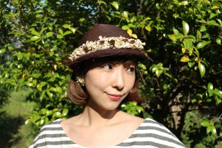 <img class='new_mark_img1' src='https://img.shop-pro.jp/img/new/icons14.gif' style='border:none;display:inline;margin:0px;padding:0px;width:auto;' />1940's vintage brown flower hat 麦わら帽子 ヘッドドレス antique チュール