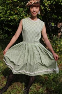 <img class='new_mark_img1' src='https://img.shop-pro.jp/img/new/icons14.gif' style='border:none;display:inline;margin:0px;padding:0px;width:auto;' />1950's vintage green stripe dress ワンピース antique レトロ