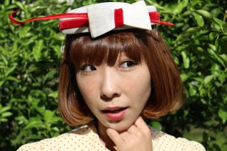 <img class='new_mark_img1' src='https://img.shop-pro.jp/img/new/icons14.gif' style='border:none;display:inline;margin:0px;padding:0px;width:auto;' />1940's ribbon feather Hat red white cute ヘッドドレス レトロ アンティーク ヴィンテージ