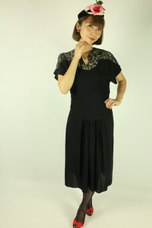 <img class='new_mark_img1' src='https://img.shop-pro.jp/img/new/icons14.gif' style='border:none;display:inline;margin:0px;padding:0px;width:auto;' />1940's vintage black dress レース アンティーク 結婚式
