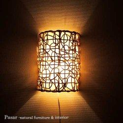 ラタンと布の半円壁掛けランプ