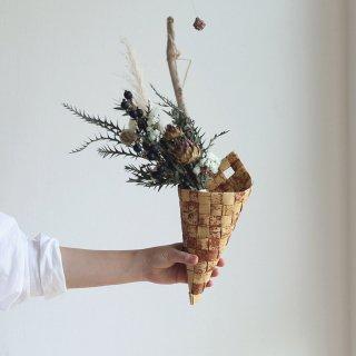ラトビアの手仕事 白樺の円錐バスケット 白樺細工