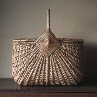 ラトビアの手仕事 伝統模様の大きな蓋つきバスケット