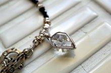 ハーキマーダイヤモンドとブラックスピネル、それにシルバーネックレス。