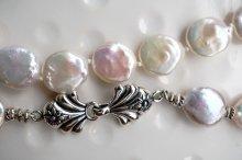 コインパールと美しいフックのネックレス