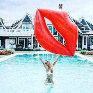 【大特価】2色展開 ピンク レッド 180cm リップ キスマーク プールフロート 浮き輪 ビーチグッズ インポート 通販