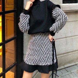 【大特価】ブラックxホワイト シェブロンストライプ柄 カラーブロック コントラストカラー ニット セーター スカート セットアップ 韓国