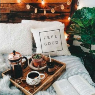 【大特価】ホワイトxブラック ロゴデザイン feel good クッションカバー ボックスロゴ 海外インテリア インポート 通販
