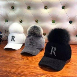 【大特価】3色展開 Rロゴ ウール調 フェイクファー ポンポン ベースボールキャップ 帽子 韓国 インポート 通販