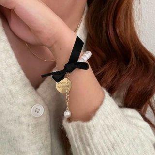【大特価】ホワイト ブラックリボン コインチャーム ブレスレット パールチェーン ゴールドメダル ブレスレット インポート 通販