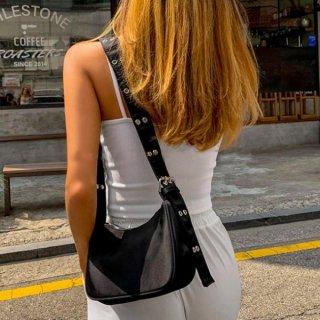 【大特価】ブラック ハトメスタッズ ベルトストラップ ナイロンバッグ バゲットバッグ ショルダーバッグ ミニバッグ インポート 通販