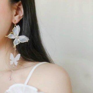 【大特価】ホワイトxゴールド 蝶々 バタフライ イヤリング ロングピアス チェーンピアス ドロップピアス クリアビーズ パールビーズ 韓国