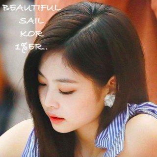 【大特価】BLACKPINK jennie ジェニ着用風 ホワイト フラワーピアス 花ピアス 立体フラワーピアス 3Dフラワー 韓国