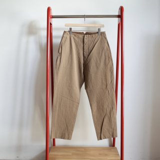 <img class='new_mark_img1' src='https://img.shop-pro.jp/img/new/icons13.gif' style='border:none;display:inline;margin:0px;padding:0px;width:auto;' />COMOLI GARMENT DYED COTTON PANTS-mens/ BEIGE