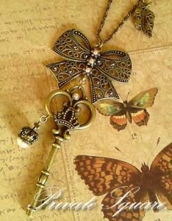 鍵とリボンのネックレス
