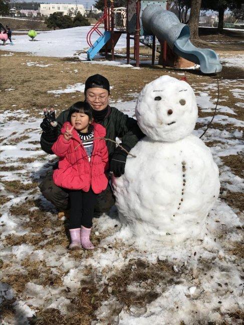 3歳♪雪ダルマを作りました(*^_^*)