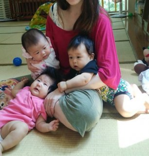 生後3ヶ月半・・・児童館で男の子のお友達ができました♪