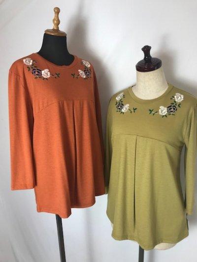 フラワー刺繍の七分袖カットソー(オレンジ系・マスタード系)M〜Lサイズ(フリーサイズ)