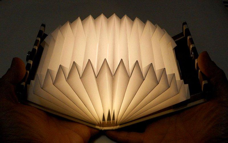 JAVA-Light(ジャバライト) ケースを開くと明かりが点くブック型ライト