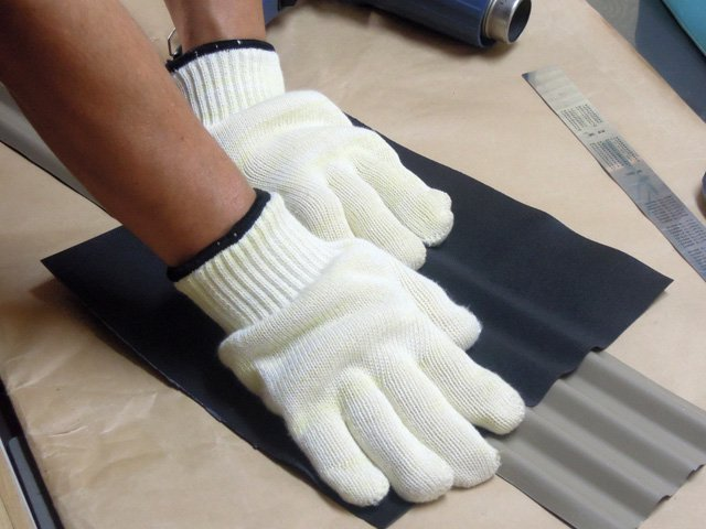 耐熱グローブ 指先で成型できます。