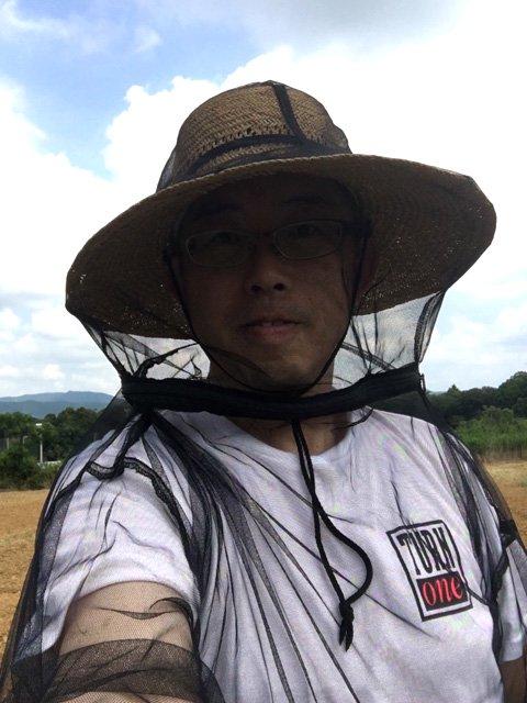 虫よけネットパーカー(クモの巣ガード) 帽子を被って着るのがお薦めです。