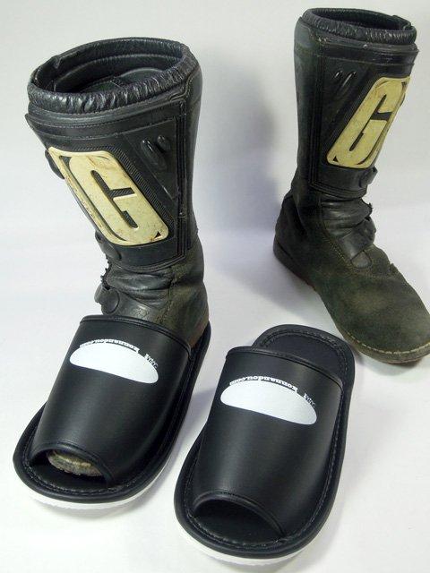 ジャンボスリッパ ブーツを履いたままでも履けます