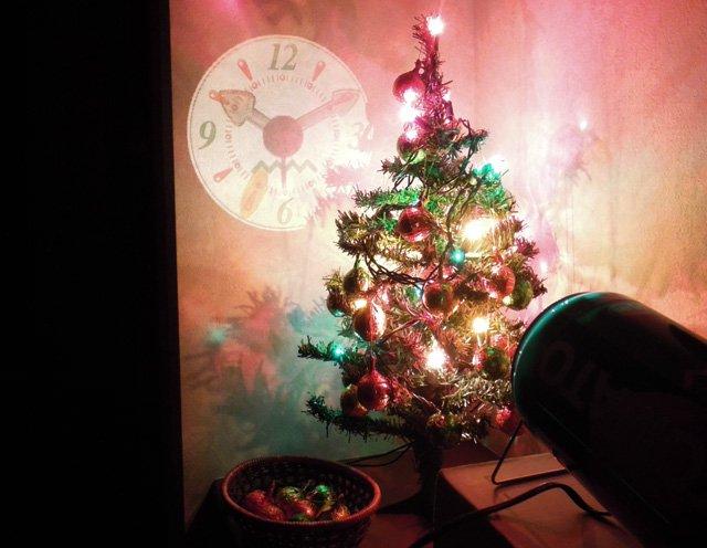 クリスマスのイルミネーションにプロジェクションクロック